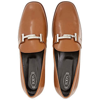 Tods Womens Semi-Glossy Leather Loafers in Dark Cognac